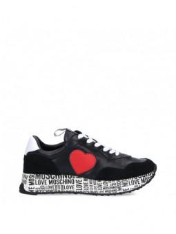 Sneakers Love Moschino...